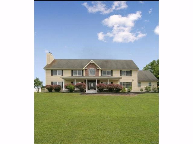 7 BR,  5.55 BTH  Colonial style home in Bloomingburg